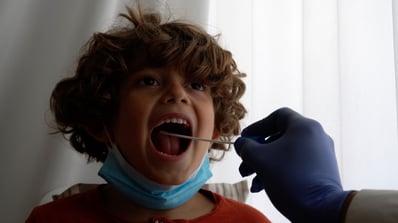 Les tests salivaires en complément des tests classiques du coronavirus