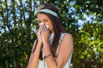 Un symptôme de l'allergie au pollen est la congestion des voies aériennes supérieures