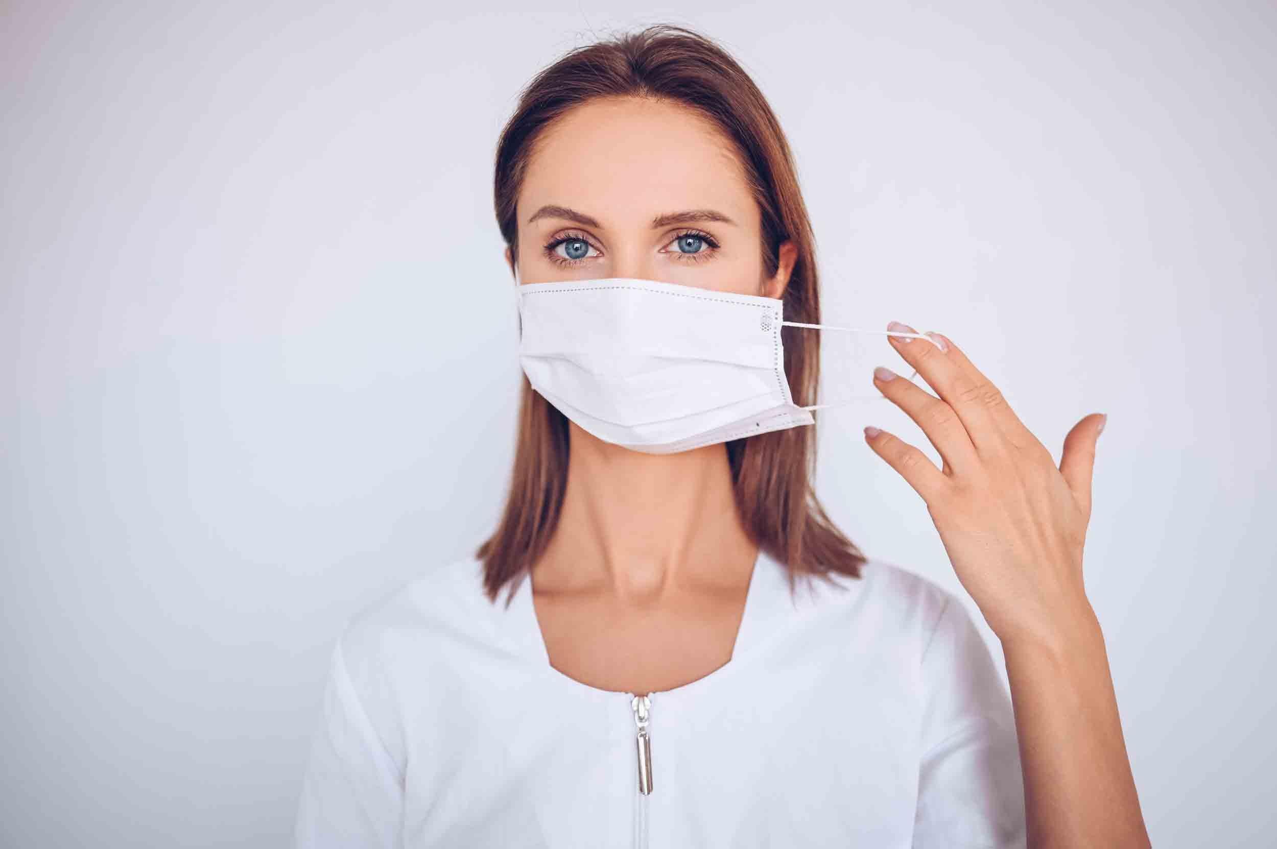 Le port du masque dans un environnement irritant peut réduire le risque de bronchite