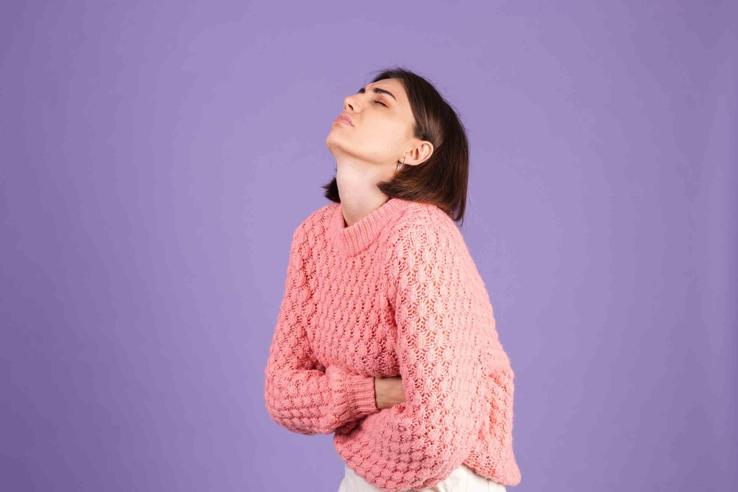 Les douleurs abdominales sont un symptôme de la maladie cœliaque