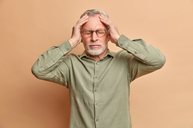 Les maux de tête peuvent être un symptôme de la covid