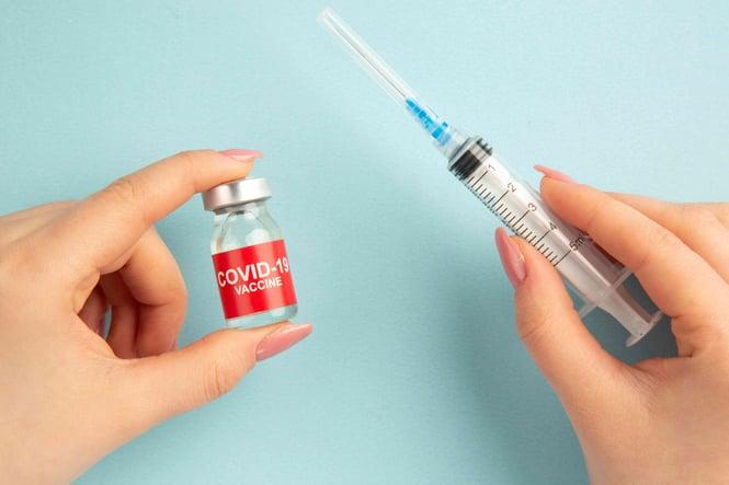 la vaccination contre le coronavirus avance
